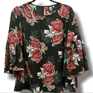 BOBEAU BLACK AND FLORAL BELL SLEEVE BLOUSE SZ XS